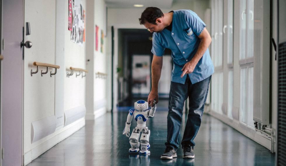 Helper robots for dependent people