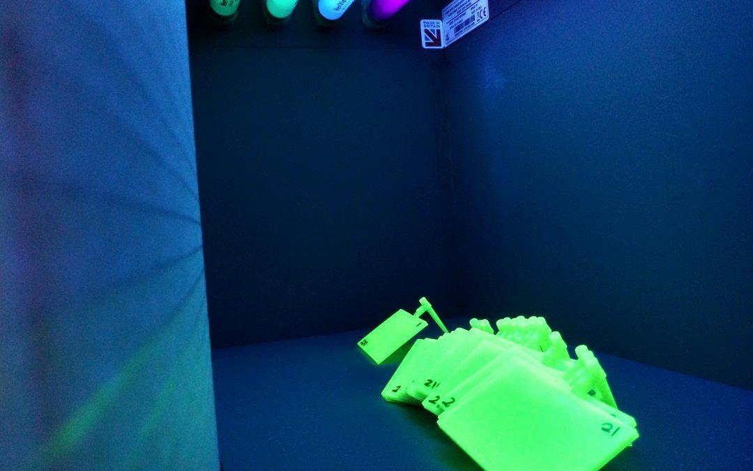 Polímero luminiscente para iluminación decorativa nocturna