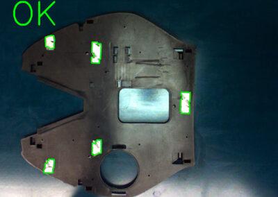 Detección de posición y presencia de pegatinas en piezas plásticas
